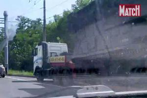 Boden-Luft-Raketentransport BUK mit gestohlener Zugmaschine (Foto: Paris Match)